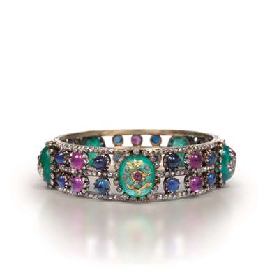 Cabochon emerald, sapphire, ruby and diamond gold bangle