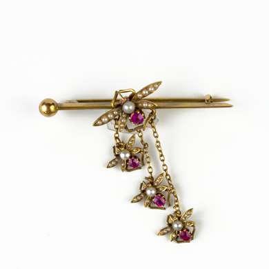 Fly gold brooch with pearls and rubies