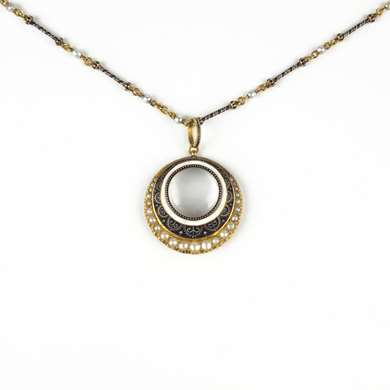 Magnifying glass pendant necklace pearl and enamel by Giuliano