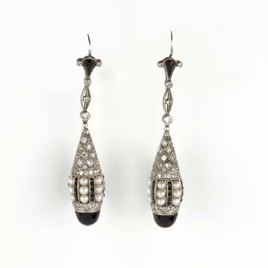 Pair of Belle Epoque pearl, diamond and onyx pendant earrings mounted in gold and platinum
