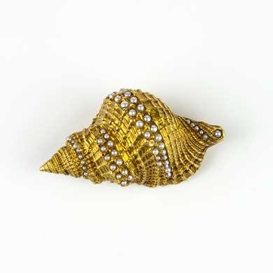 Gold shell brooch