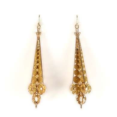 Yellow gold pendant earring