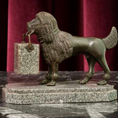 A small bronze scuplture of a dog