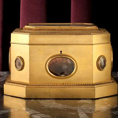 An octogonal gilt-bronze box