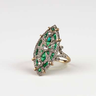 Marquise ring in white and rose gold set with calibrated emeralds, old size diamonds and pink size forming a geometric design.