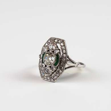 White gold ring with an old size brilliant and calibrated emerald.