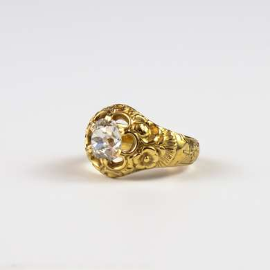 Yellow gold ring beautifully crafted with flowers set with a good quality old size brilliant.